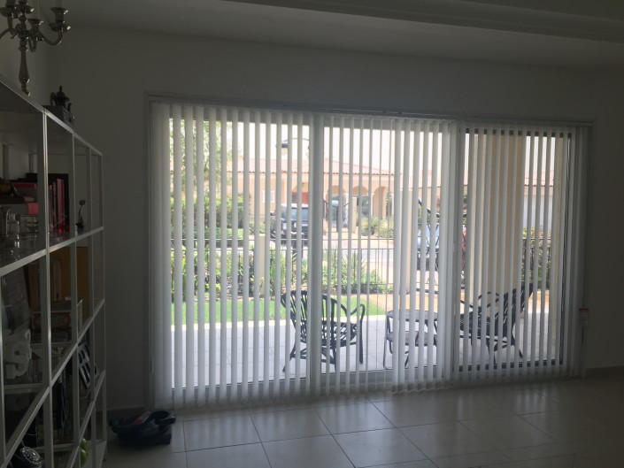 simple vertical blinds in dubai with instalation custom made
